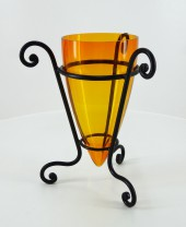 Váza tartóval